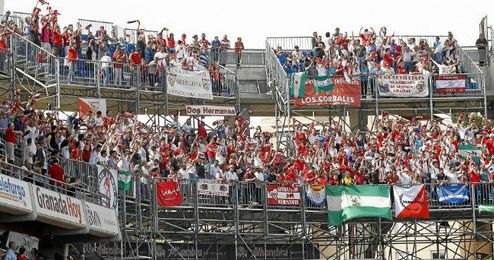 La afición del Sevilla ya conquistó Granada el curso pasado.