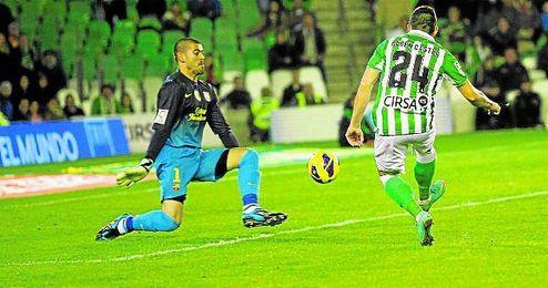 Rubén Castro supera a Valdés con este remate en la 12/13.