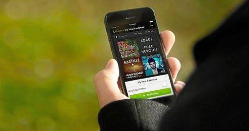 """Spotify ha expresado su compromiso a pagar """"cada centavo"""" a los compositores."""