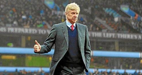 """Wenger ha confirmado que irán al mercado de fichajes """"al menos"""" por un jugador."""