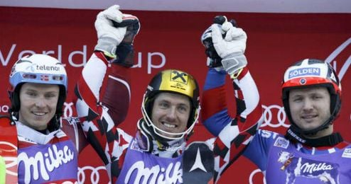 Hirscher posa en el podio