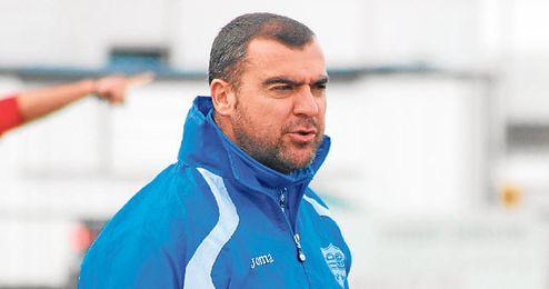 El técnico lebrijano J. Hidalgo.