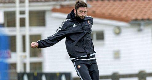 Milic durante un entrenamiento con Osasuna.