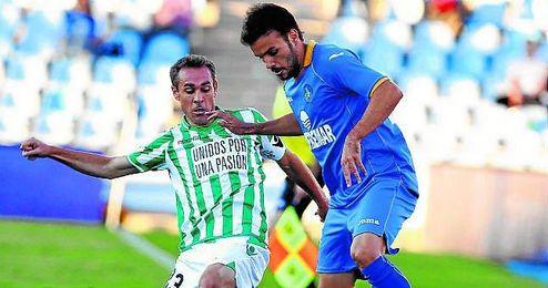 Imagen de ambos equipos durante el último precedente disputado en el Coliseum Alfonso Pérez entre Getafe y Betis.
