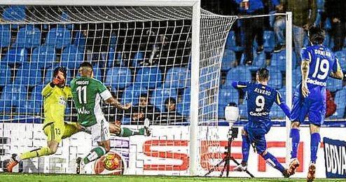 Álvaro Vázquez anotó el único tanto del choque.