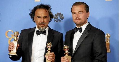Gonz�lez I��rritu y Leonardo Di Caprio lucen los premios en la gala.