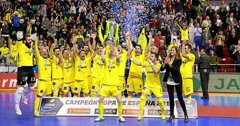El Jaén Paraíso Interior alzando el título de campeón de la Copa del Rey.