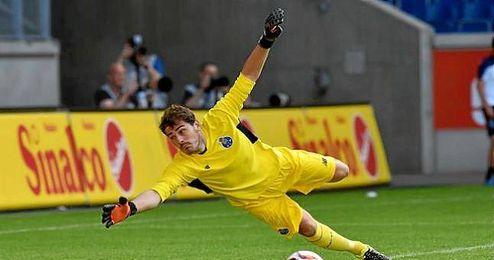 Casillas durante un partido con el Oporto.