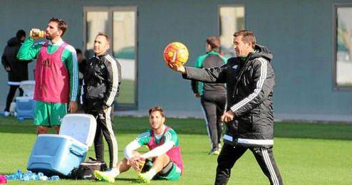 Juan Merino, en el entrenamiento de esta mañana en la Ciudad Deportiva Luis del Sol.