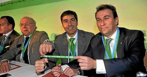 López Catalán, junto a Haro y Ollero en la junta de accionistas.