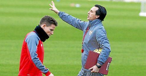 Emery, en un entrenamiento del Sevilla.