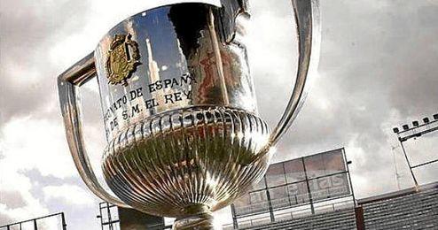 El Sevilla espera volver a levantar este trofeo.