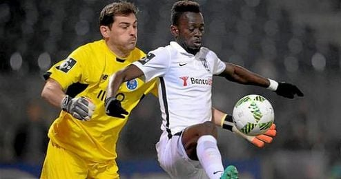 Imagen de Casillas intentando atajar lo que a la postre sería el gol de Nazaré.