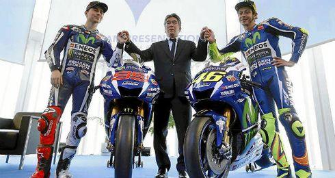 Lorenzo y Rossi durante la presentaci�n del equipo Yamaha en Barcelona.