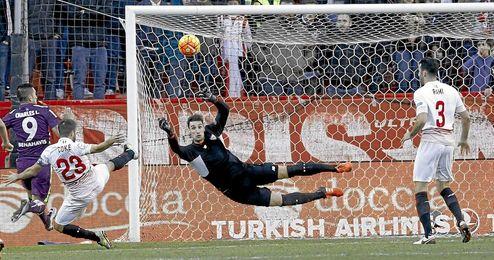 El Sevilla sigue encajando a balón parado.