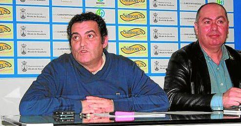 En primer plano, el vicepresidente Alonso Arias; a su lado, el directivo Rafael Repetto.