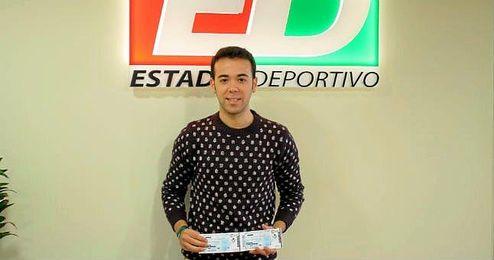 En la imagen, el ganador de las entradas, Adrián Morilla Menacho.