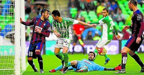 Los verdiblancos se quedaron sin marcar en el Villamar�n ante Atl�tico, Sevilla y Eibar.