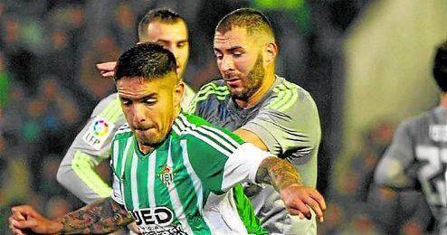 Vargas, con Benzema y Jesé.