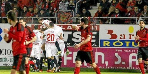 El Sevilla celebra el gol de Iborra.