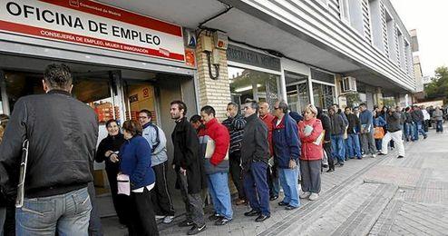 El número de parados ha bajado en Sevilla.