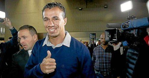 Damiao lleg� sonriente a Sevilla pero su futuro sigue en el aire.