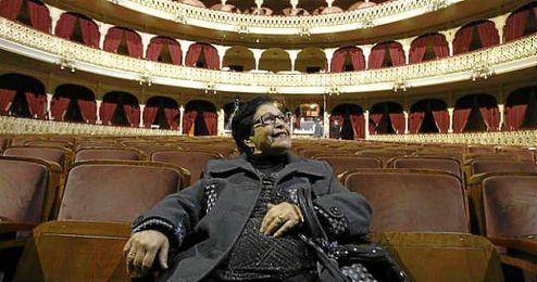 En la imagen, María la ´Hierbabuena´ en el patio de butacas del Teatro Falla.