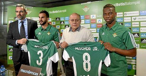 Eduardo Macià, Montoya, Ollero y Musonda en la presentación de los fichajes del Betis.