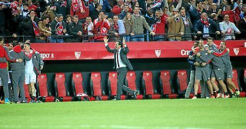 Emery celebra con efusividad el 4-0 de Krohn-Dehli.