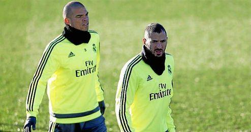Pepe y Benzema, durante un entrenamiento blanco.