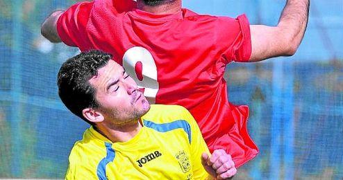 El futbolista aljarafeño Nerva, ante el Sevilla C.