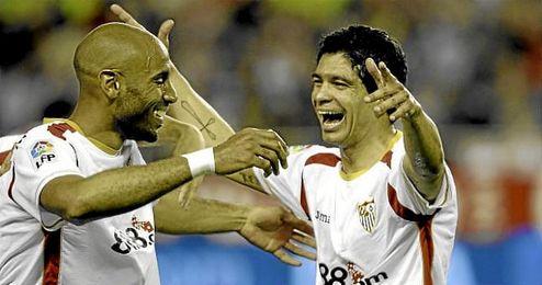 Renato celebra un gol con Kanout� en el S�nchez Pizju�n.