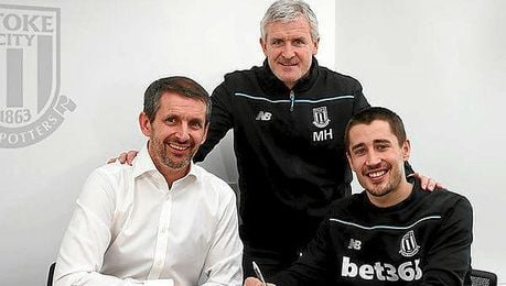 Bojan firma la renovaci�n con el Stoke hasta 2020.