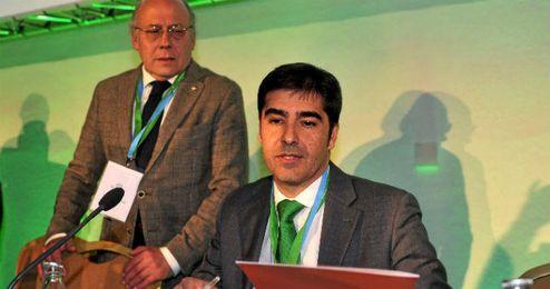 Ángel Haro, presidente del Betis, y su antecesor en el cargo, Juan Carlos Ollero.