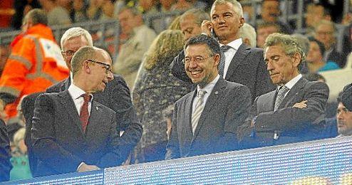Imagen de Mouri�o, presidente del Celta, en el palco del Camp Nou, la temporada pasada.