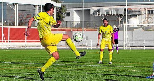 Gran victoria del Tomares en el Rafael Beca ante el Villafranco.