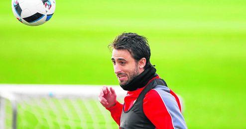 En la imagen, Nico Pareja entrenando con el Sevilla FC.