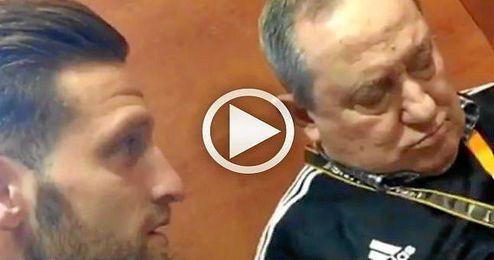 (VÍDEO) El 'aburrimiento' de Españeta en la segunda parte en Mestalla