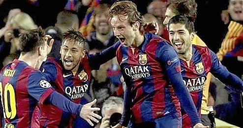 En la imagen, Ivan Rakitic celebrando un gol con Messi, Neymar y Suárez.