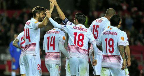 Jugadores del Sevilla celebra uno de los goles en la ida ante el Molde.
