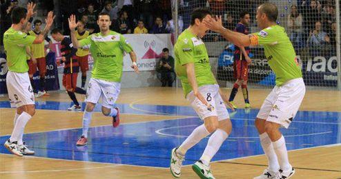 Los jugadores del Palma Futsal celebran el triunfo.