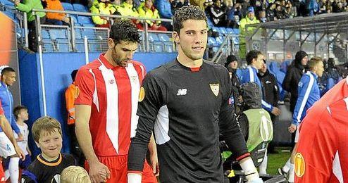 Momento en el que Soria salta al césped artificial del Aker Stadion.