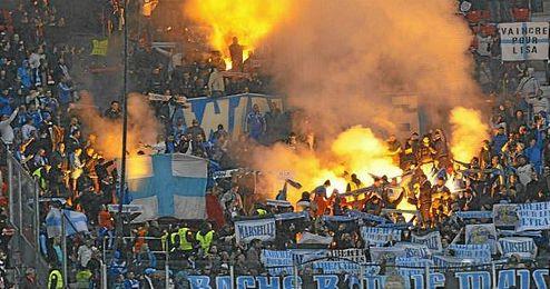 Imagen de la afición del Marsella ayer en San Mamés.