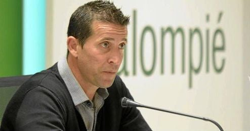 En la imagen, Juan Merino en rueda de prensa.