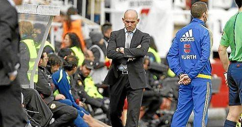 En la imagen, Paco Jémez en el banquillo del Rayo Vallecano.