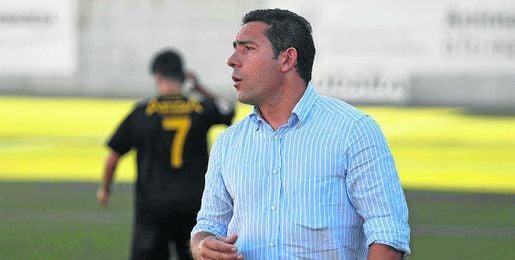 Juan Carlos Gómez, técnico del Écija, en un duelo de esta campaña.