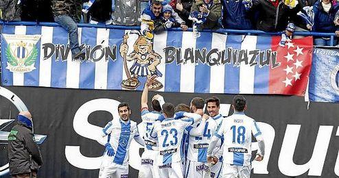 Los jugadores del Leganés celebrando uno de los tantos conseguidos ante el Alavés.