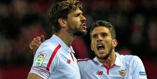 Llorente celebra el 1-0 con Carriço.