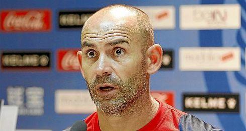 """""""El Barcelona da la sensación que es al que más fácil le resulta sacar los partidos"""", dijo Jémez, en rueda de prensa."""