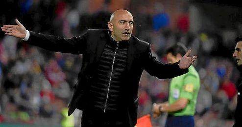 Abelardo, durante el partido ante el Granada.